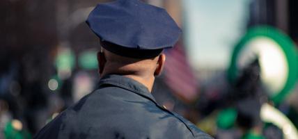 Policyjny i wojskowy niezbędnik: mocna latarka taktyczna LED