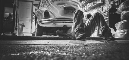 Niezbędny gadżet motoryzacyjny: ledowa latarka do samochodu
